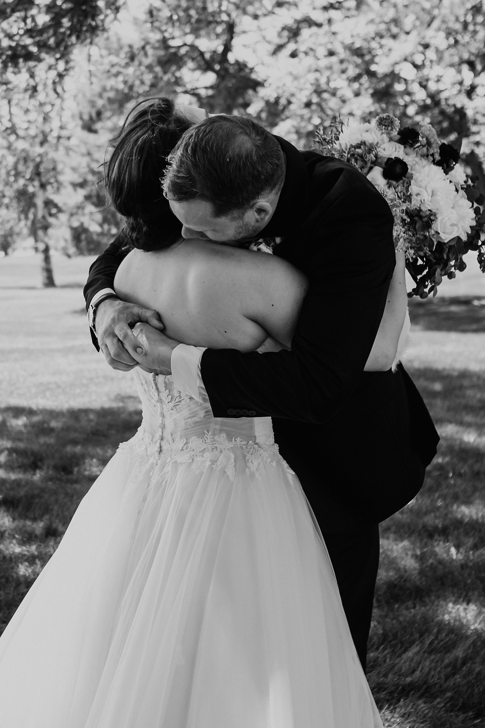 Lifestyle documentary wedding photography. Photographed by Nicole Leanne Photography.