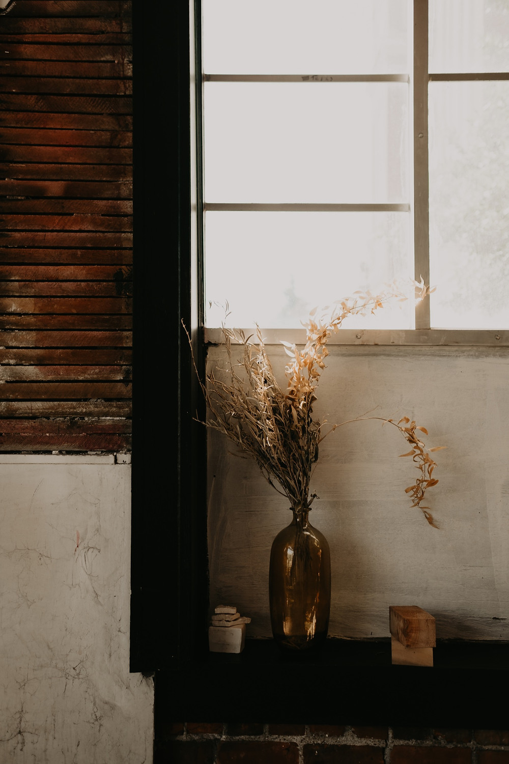 Windowsill with dried floral arrangement at Studio Detroit. Photographed by Nicole Leanne Photography