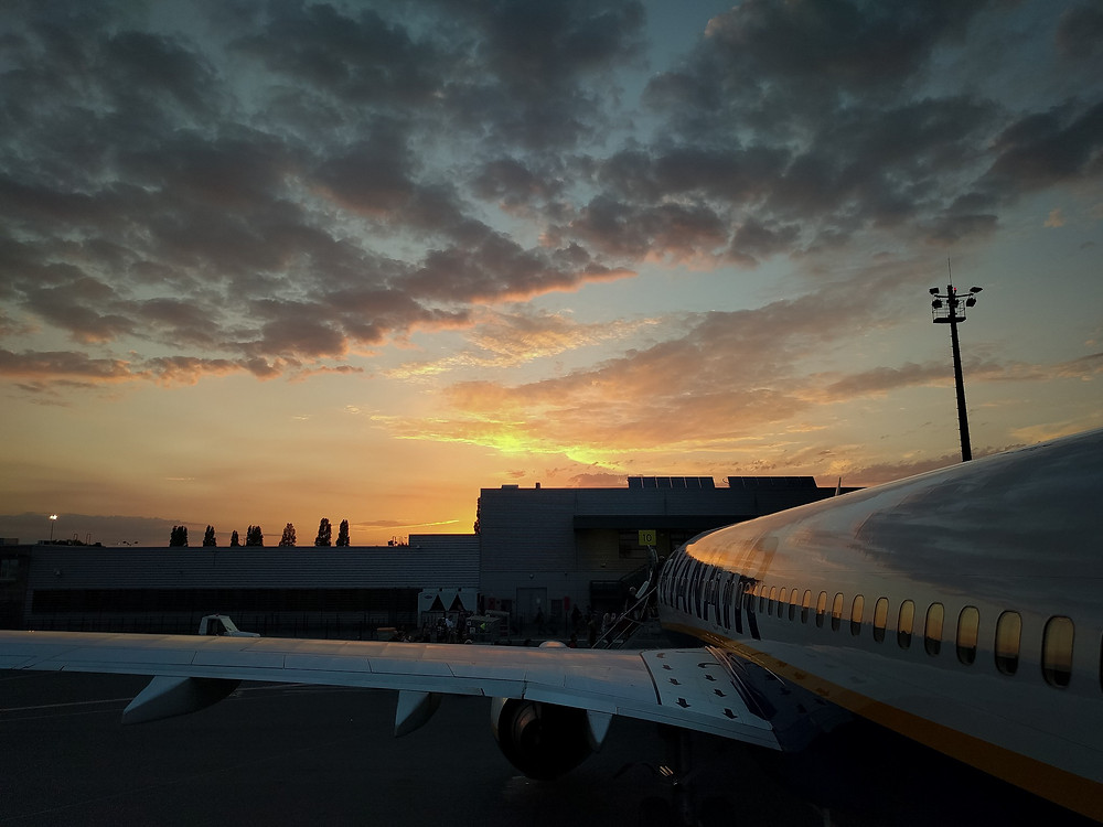 sunset in paris, plane, ryanair
