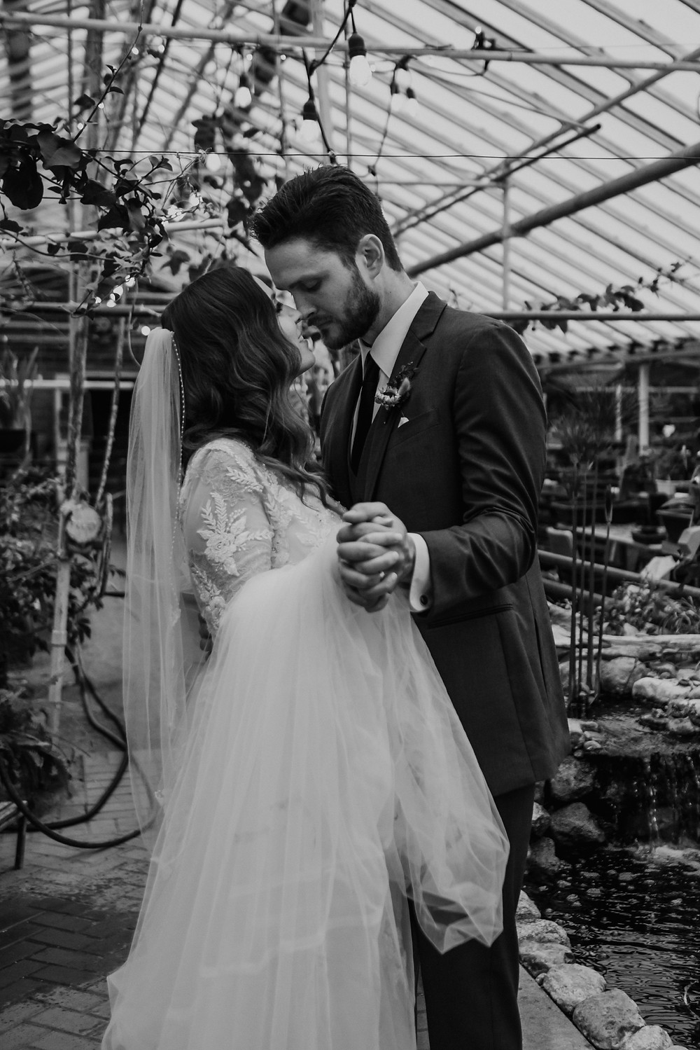 Blakc and white wedding photography. Photographed by Nicole Leanne Photography.