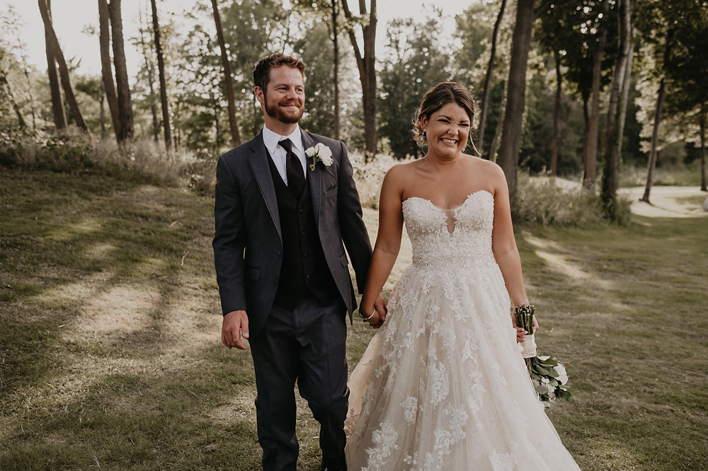 Summer wedding photos in Metro Detroit. Photographed by Nicole Leanne Photography.