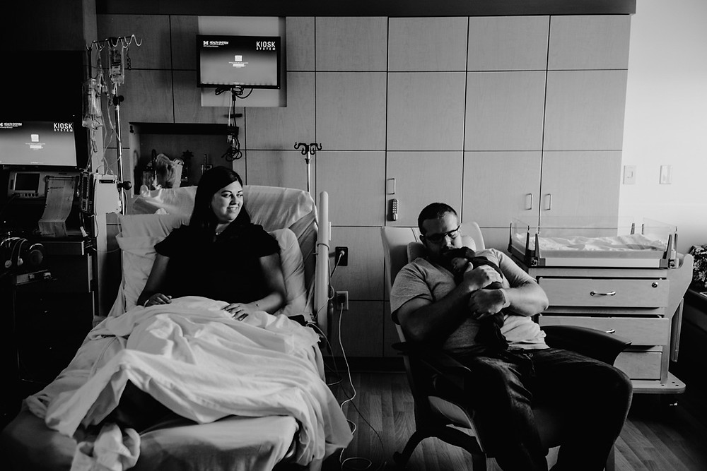 hospital newborn photograph, family sitting together