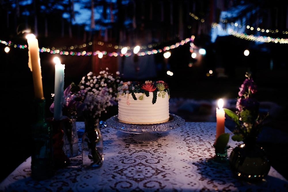 wedding cake, candle light
