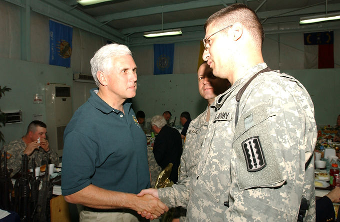 20171_Mike_Pence_with_US-Soldiers_in_Mos