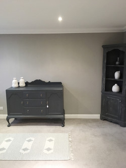 Living room in grey and white