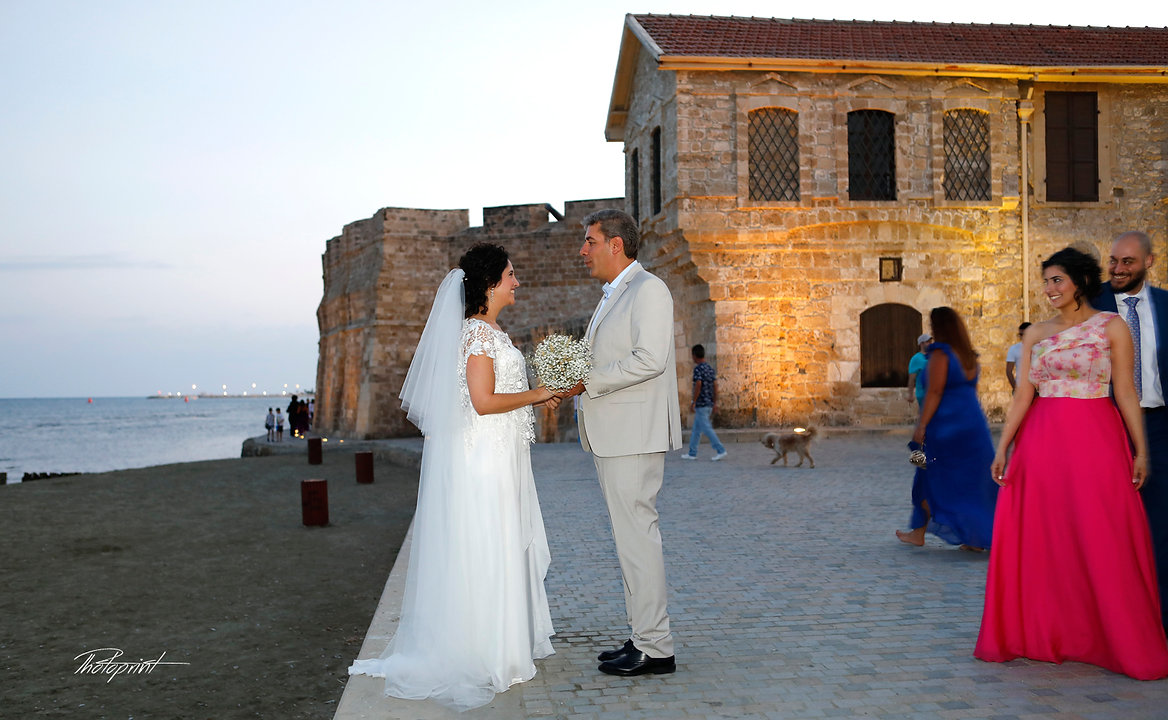 Beautiful and gentle wedding photo session outdoors of the elegant couple lebanese, in the background, the historic castle of Larnaca | Larnaca town hall photographers cyprus