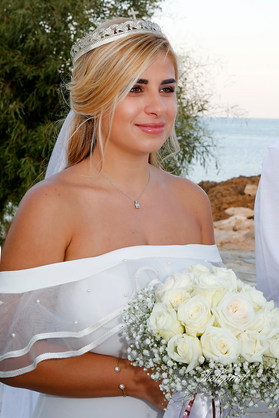 Gorgeous bride in wedding dress with bouquet of flowers posing| cyprus wedding Protaras photography best prices, wedding photographer in protaras cyprus