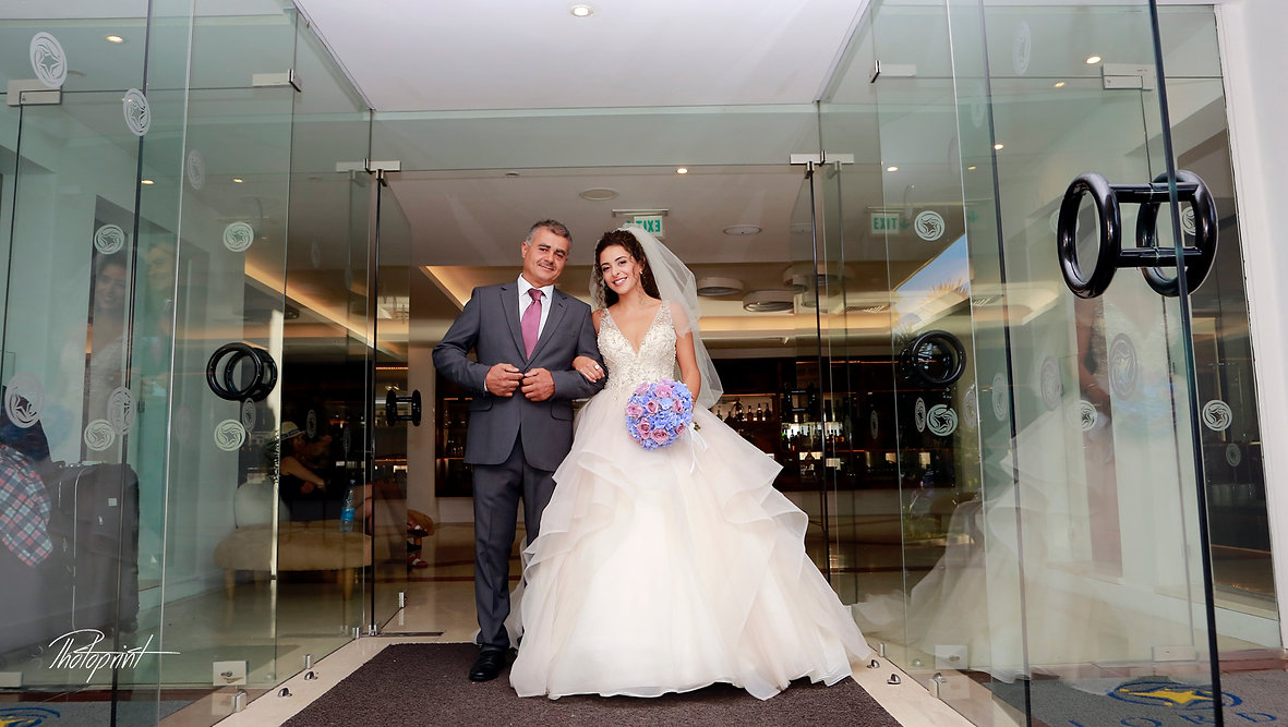 the bride coming with her father for the wedding ceremony | larnaca wedding in cyprus, larnaca wedding photography packages, larnaca cyprus wedding photographers cheap