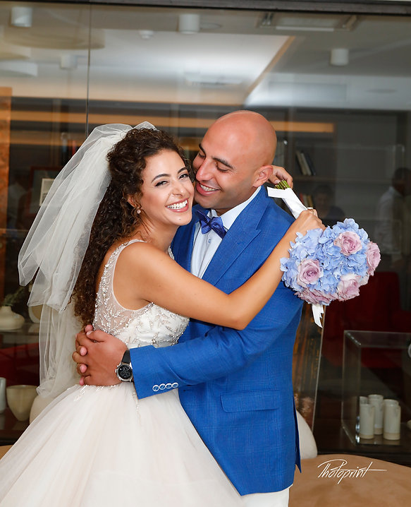Bride & Groom Married Couple Kissing front of the mirror | larnaca pre wedding photo cyprus, larnaca municipality civil wedding, larnaca municipality civil marriage