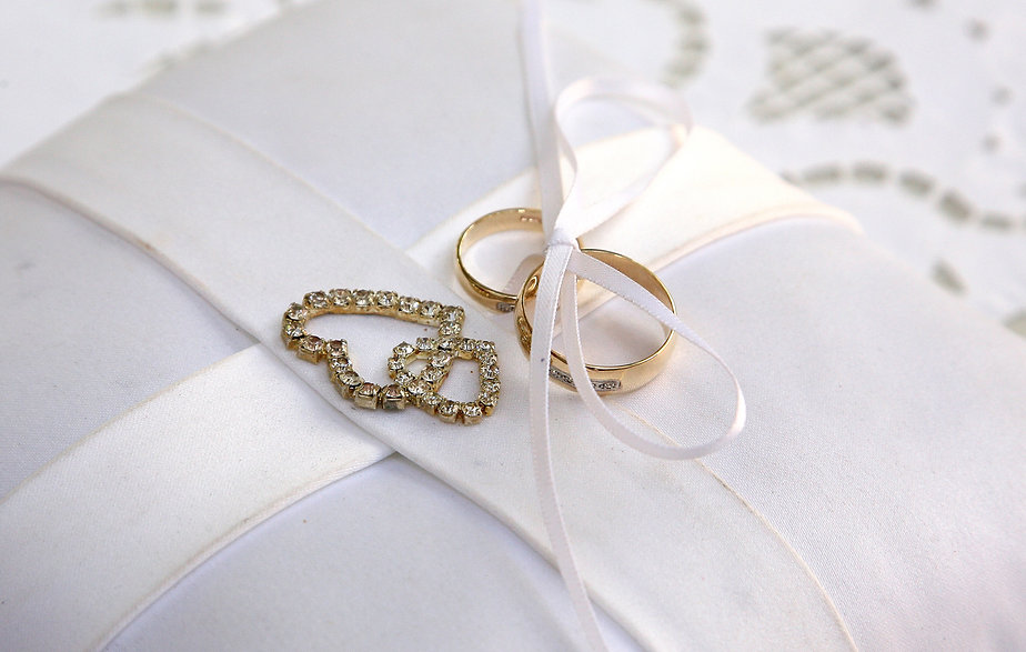 Gold wedding rings | wedding photography ceremony municipality Paphos, wedding pics ceremony in municipality Paphos