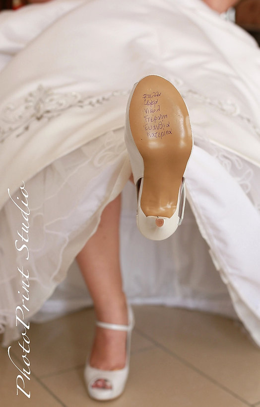 The bride shows the shoe with the girls' names | wedding photographers nicosia cyprus, cyprus nicosia photographers, wedding photography Nicosia, photography nicosia, cyprus wedding nicosia hotels, nicosia wedding photographer, nicosia wedding photographers, cyprus nicosia weddings, nicosia photographers, photographers in nicosia, town hall nicosia photo.