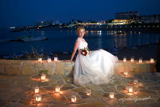 A Professional Wedding Photographer Has Experience Of Diffe Venues Weather Conditions And Lighting So They Should Always Be Able To Produce