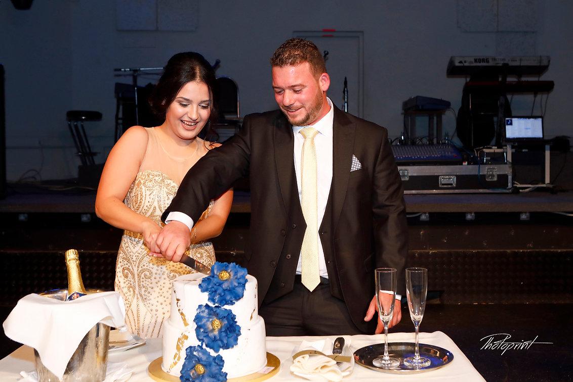 George and Antonia cutting wedding cake at reception . Nicosia cyprus wedding locations , wedding photographer in nicosia, lebanon wedding photographers , Best wedding photographers in Lebanon - photoprint cyprus