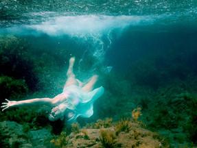 cyprus wedding photographer - underwater wedding photography