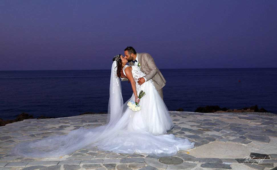 Bride and groom by the sea kissing after the wedding | protaras wedding photo cyprus