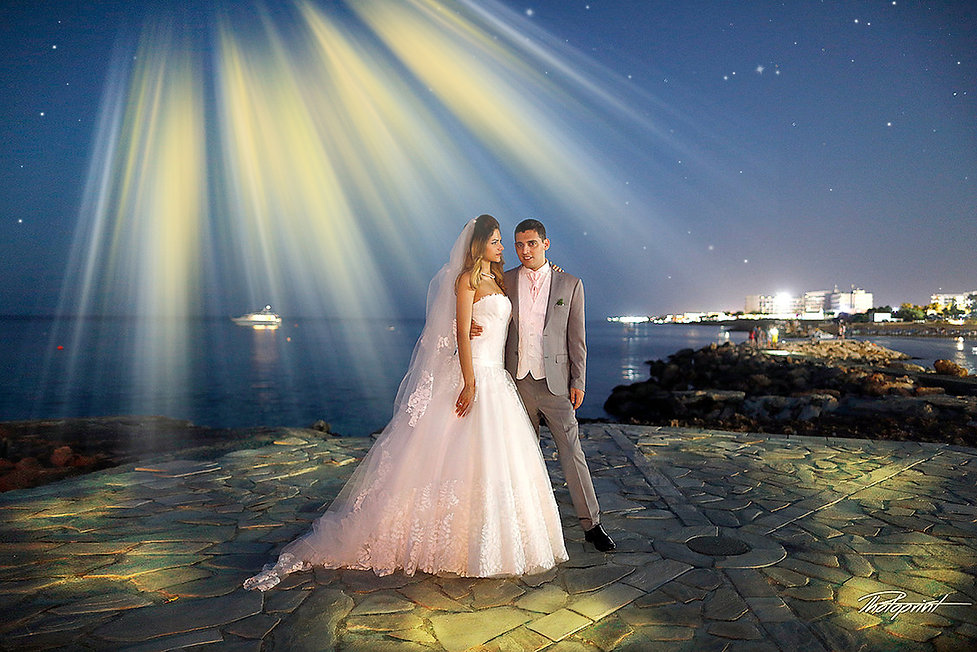 Make your celebration extra special with a unique & lasting memory of your Big Day !