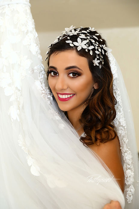 Portrait of beautiful young bride | cyprus wedding photography cost