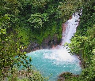 waterfall-4751898_640.jpg
