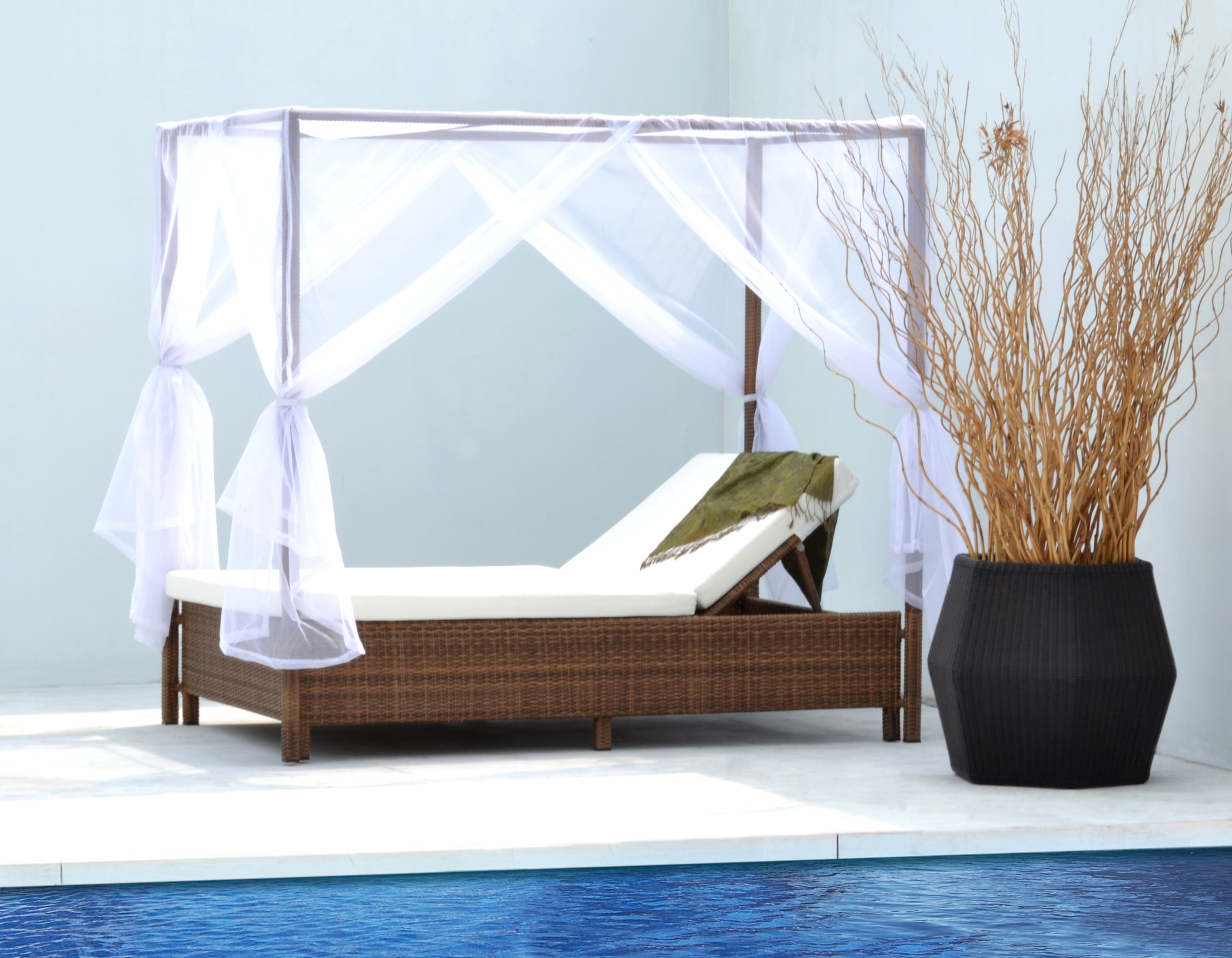 Vicente Day Bed