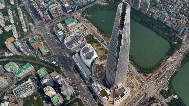 lotte world tower from the sky