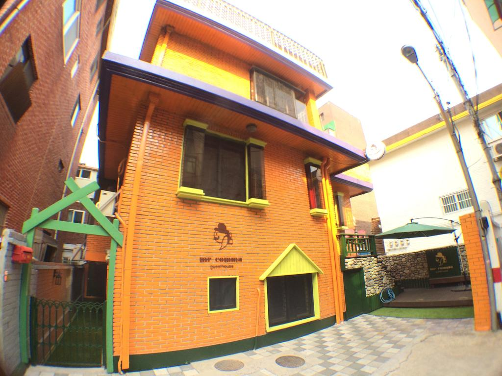 mrcommaguesthousebuilding2