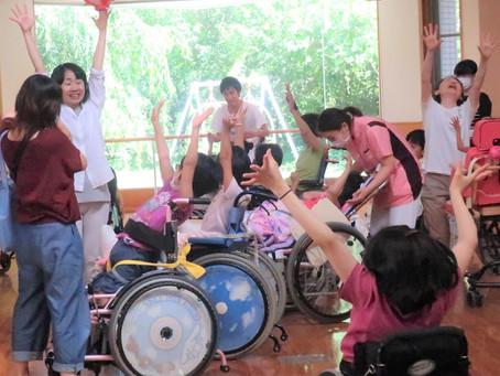 [ワークショップ]心身障害児総合医療療育センター入院病棟の「グループワーク」として、ワークショップを行いました