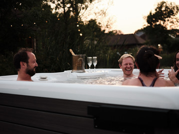 Hot tub and bubbles with frends