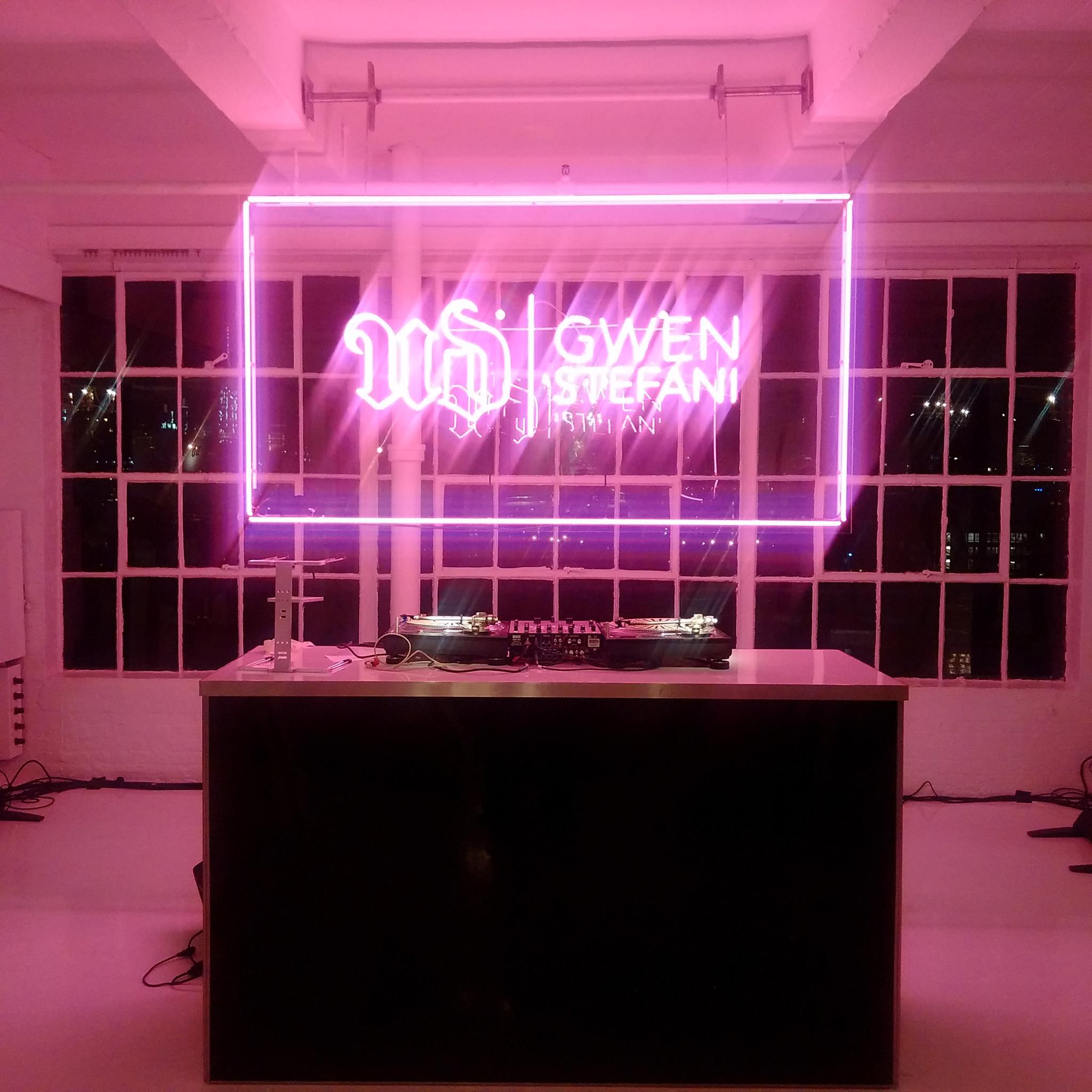 Gwen Stefani - DJ Decks
