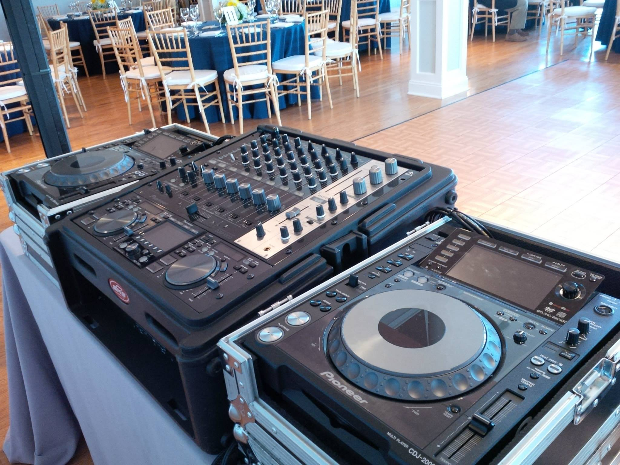 DJ Eric Visa @ a True Event wedding