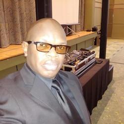 DJ Eric Visa with LD Systems MAUI 44