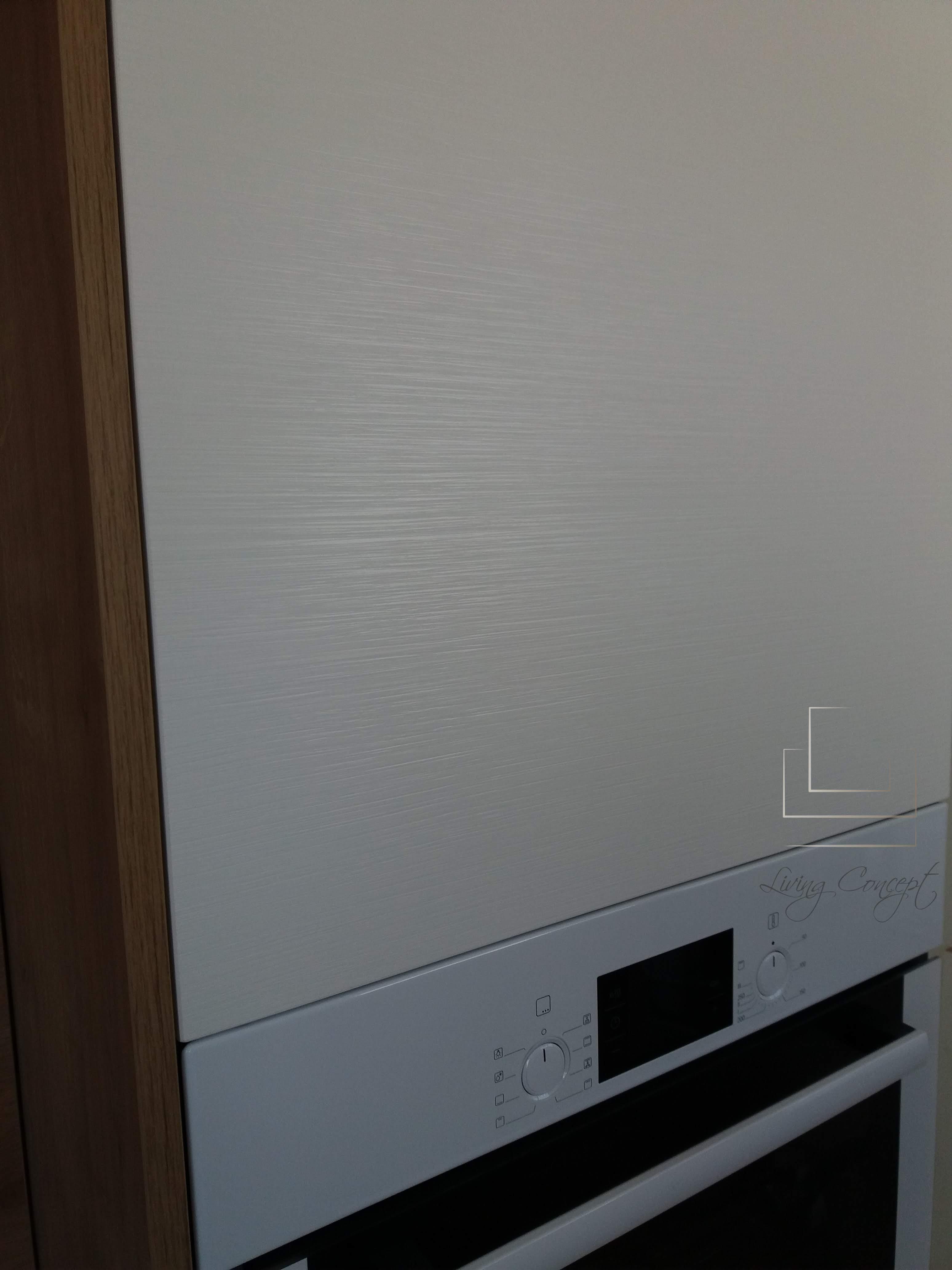 Detailný pohľad na biele dvierka