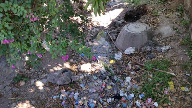 Moradores del barrio El Tule se quejan por insalubridad producida por derrame de aguas negras