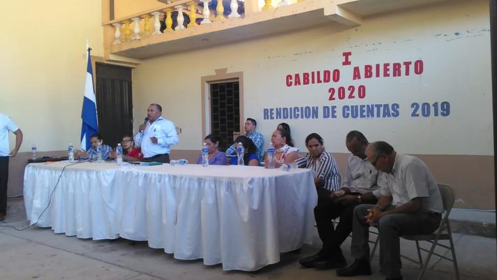 En Cabildo Abierto alcalde de la Venta del Sur rinde cuentas de su gestión municipal