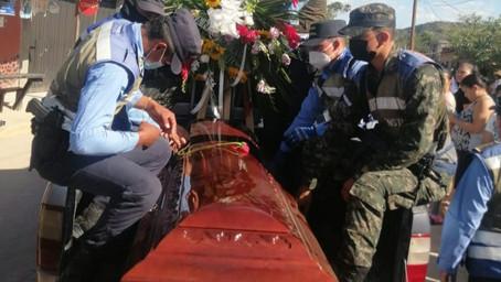 En Reitoca Francisco Morazán, sepultan restos mortales de joven policía que murió en accidente vial