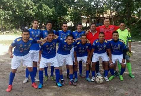 Equipos ganadores de liga de fútbol de Nueva Armenia exigen pago de premios en metálico