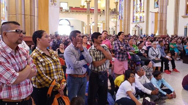 Feligreses del Sur de Francisco Morazán vistan Basílica de Suyapa en tercer día de Novena