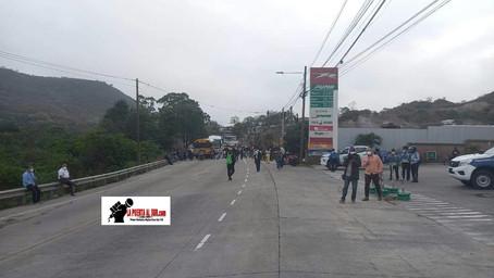 Inhabilitado el paso vehicular en la salida al sur del país