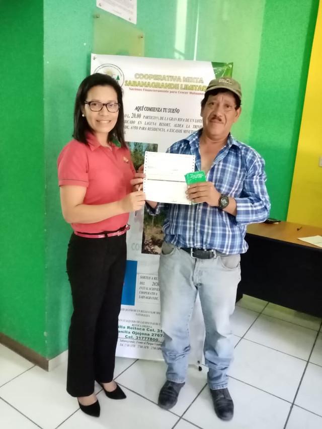 Cooperativa COMISAL entrega premio a ganadores de sorteo navideño 2019