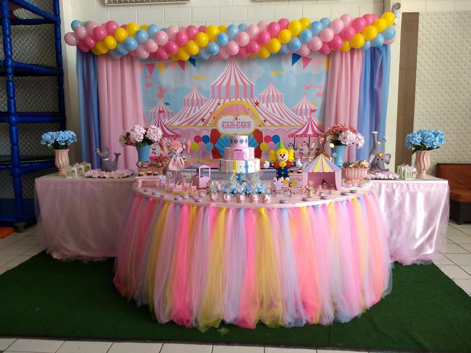 Mesa de decoração estilo provençal com o tema Circo Rosa - Festa Infatil