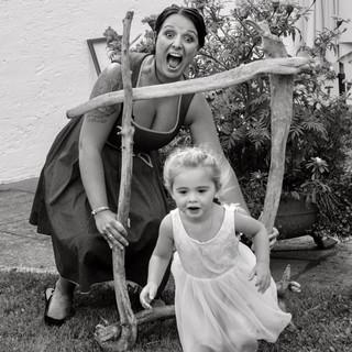99% der Menschen standen hinter dem Rahmen, dieses kleine Mädchen wollte es jedoch anders! Genau das ist was ich liebe!