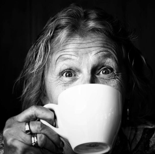 Margit bei ihrem Charakter Porträt Shooting. Wir haben so gelacht, dass ich dachte die Kellnerin uns bitten würde das Café zu verlassen.!