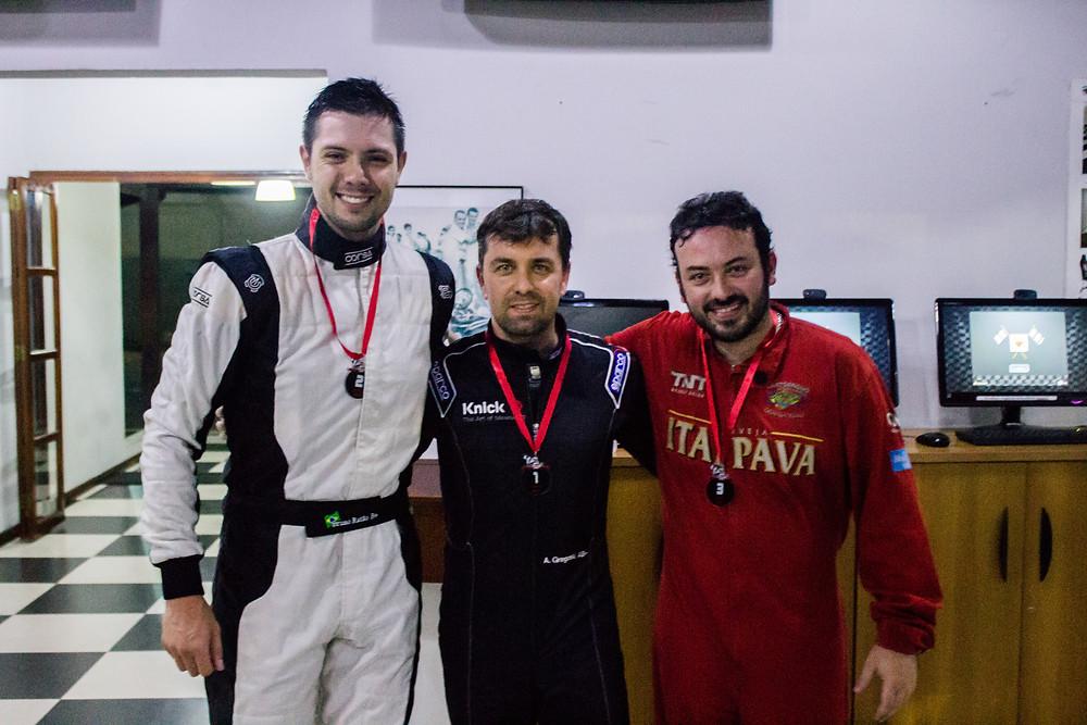A Branca de Neve (Bruno Ratão) e os dois anões (Alexandre Gregoski e Filipe Fernandes). PKL Paulista Kart League