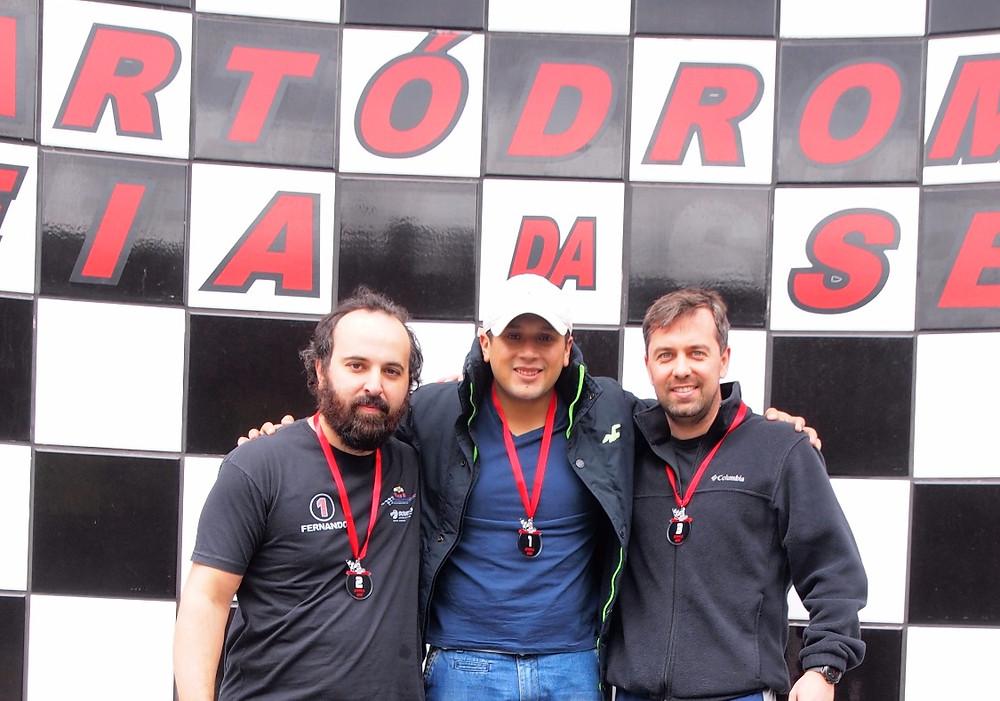 Fernando Vivaldini (VH) P02, Rafael Nascimento (WRT) P01, e Alexandre Gregoski (BTR) P03, no pódio. PKL Paulista Kart League