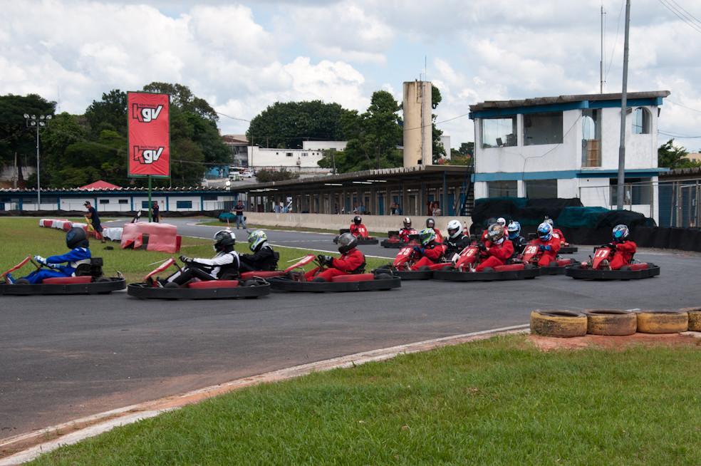 Tomada da primeira curva e disputas por posição. PKL-E01. T-2016. PKL Paulista Kart League