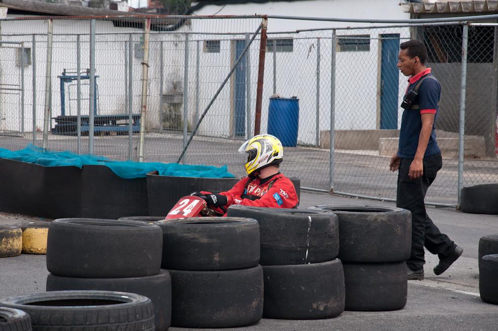 Ralf Kronenbuerguer (7BB) larga dos boxes, após problemas em seu kart. PKL-E01. T-2016. PKL Paulista Kart League