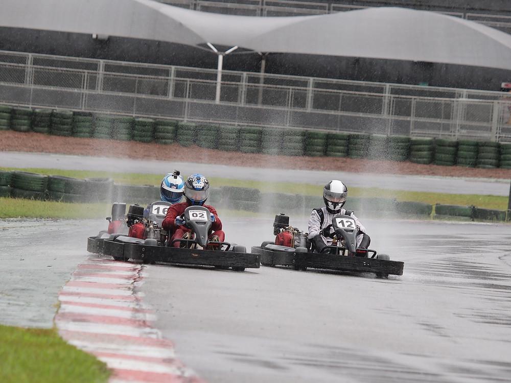 Alexandre Gregoski (BTR), Ricardo Garcia (SPP) e Bruno Ratão (M2R) disputam a P05. PKL Paulista Kart League