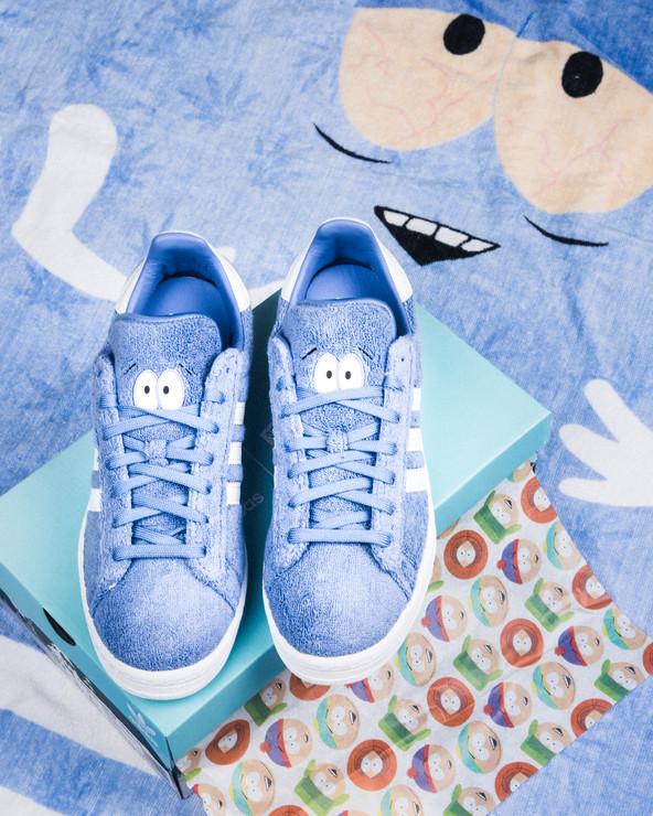 AdidasxSouthPark, een paar gebaseerd op het cartoon personage 'Toweli'