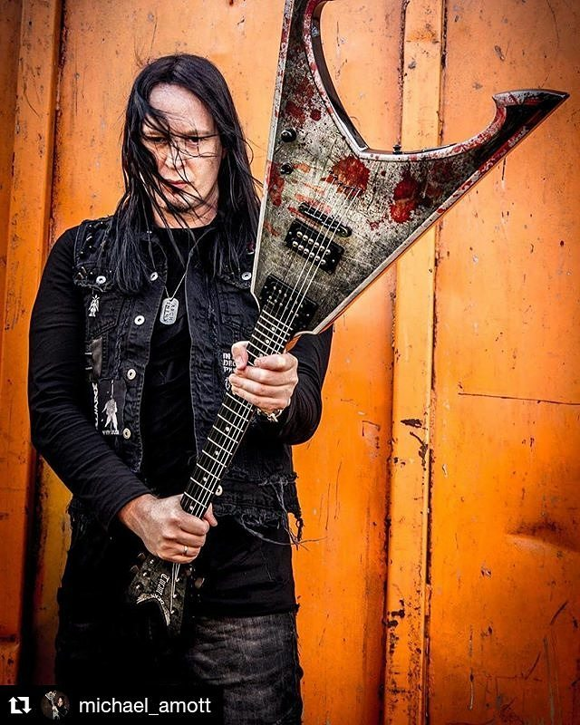 Michael Amott of Arch Enemy in Kylla