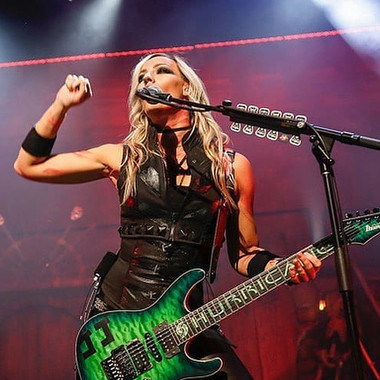Nita Strauss of Alice Cooper in Kylla