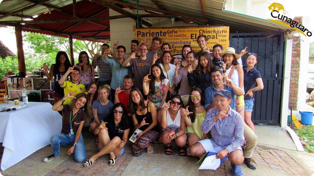 Ilustración 1. Recibimiento del grupo de Turistas en el Restaurante La Curiara a orillas del Rio Cravo Sur. Yopal - Casanare. Foto: Miguel Angel